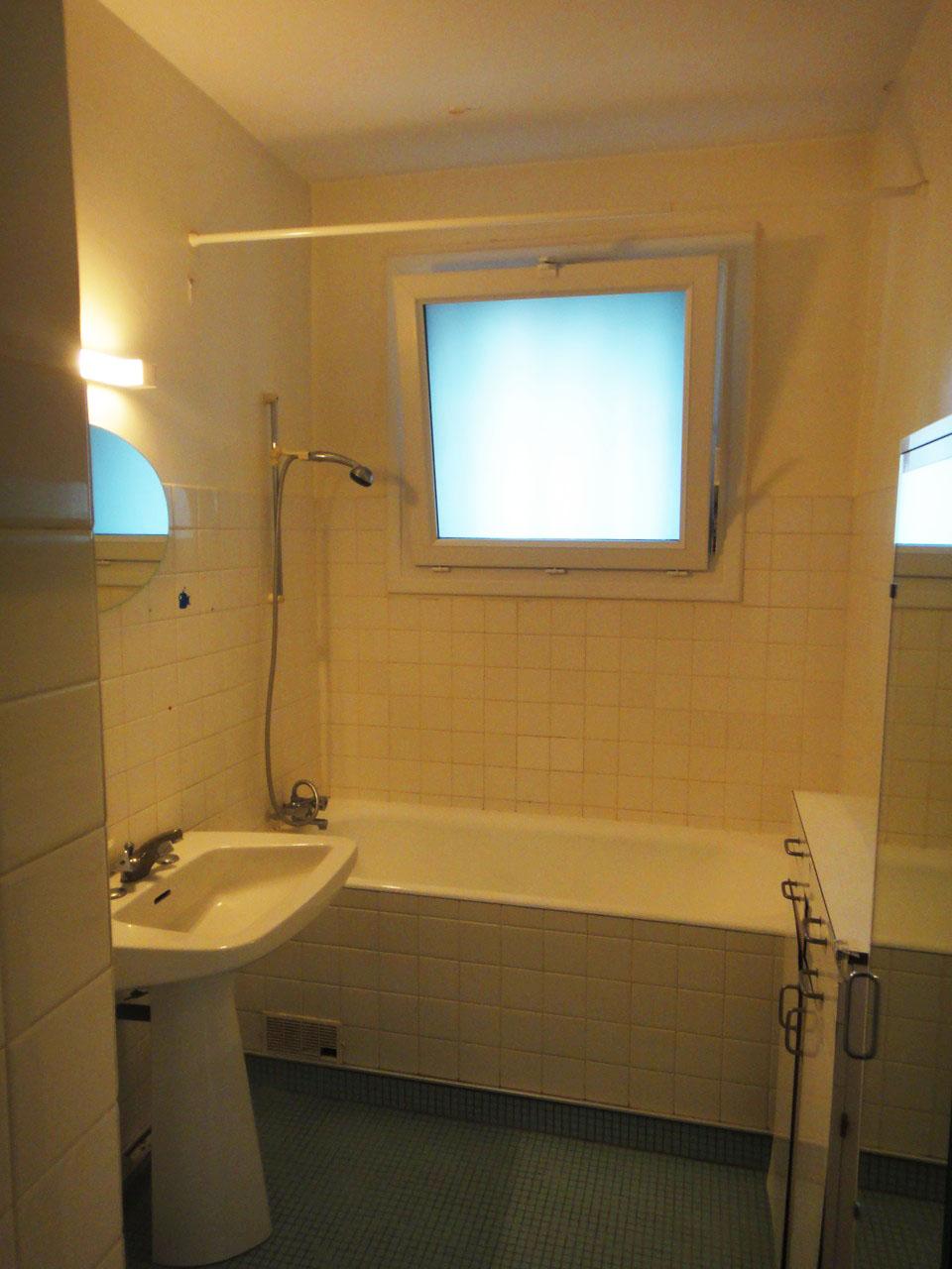 R habilitation de salle de bains nantes renoveo for Renovation salle de bain nantes