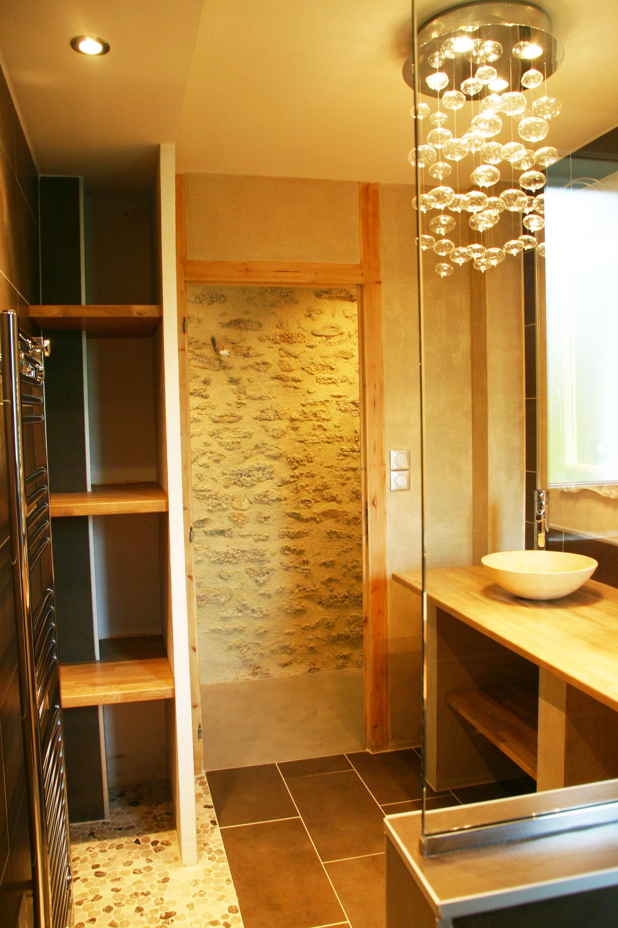 R novation salle de bains style n o classique renoveo for Renovation salle de bain nantes