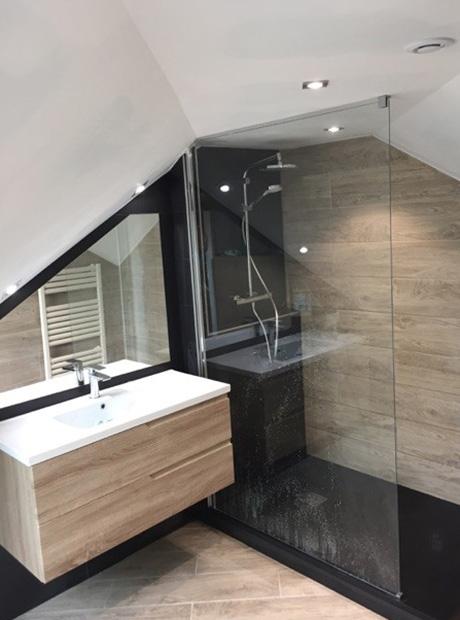 cr ation d 39 une salle de bains dans des combles renoveo. Black Bedroom Furniture Sets. Home Design Ideas
