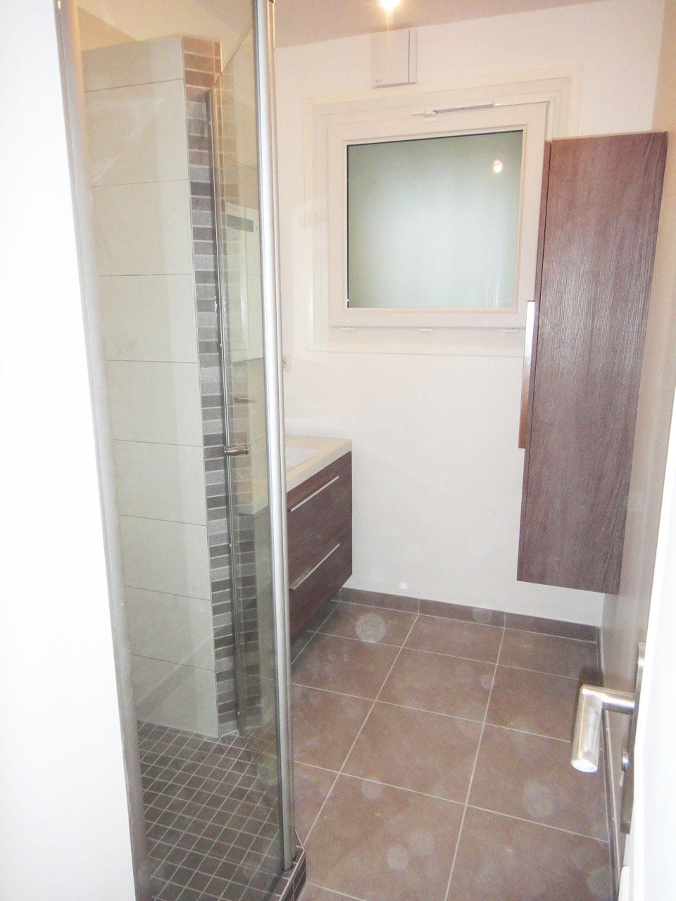 Salle de bain moderne rénovée