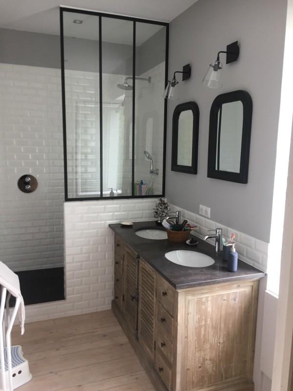 R novation d 39 une salle de bains style r tro chic renoveo - Showroom salle de bain toulouse ...