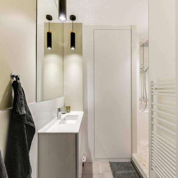 Rénovation et agencement d'un appartement destiné à la location - rénovation de la salle de bains, création douche à l'italienne
