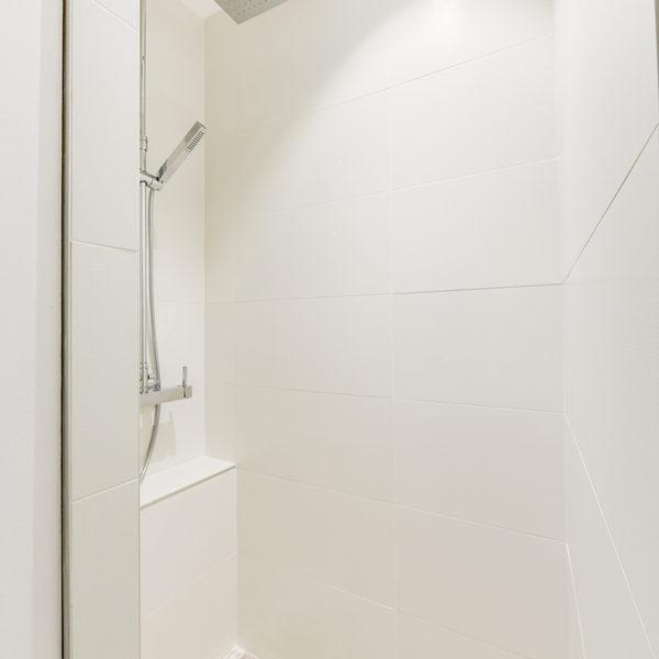Rénovation et agencement d'un appartement destiné à la location - douche à l'italienne