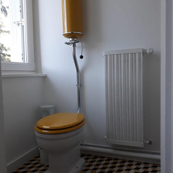 Rénovation d'un wc : pose de carreaux de ciment et d'un système vintage Griffon®
